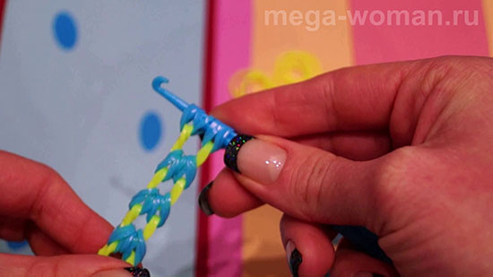 Как делать браслет из резинок на крючке
